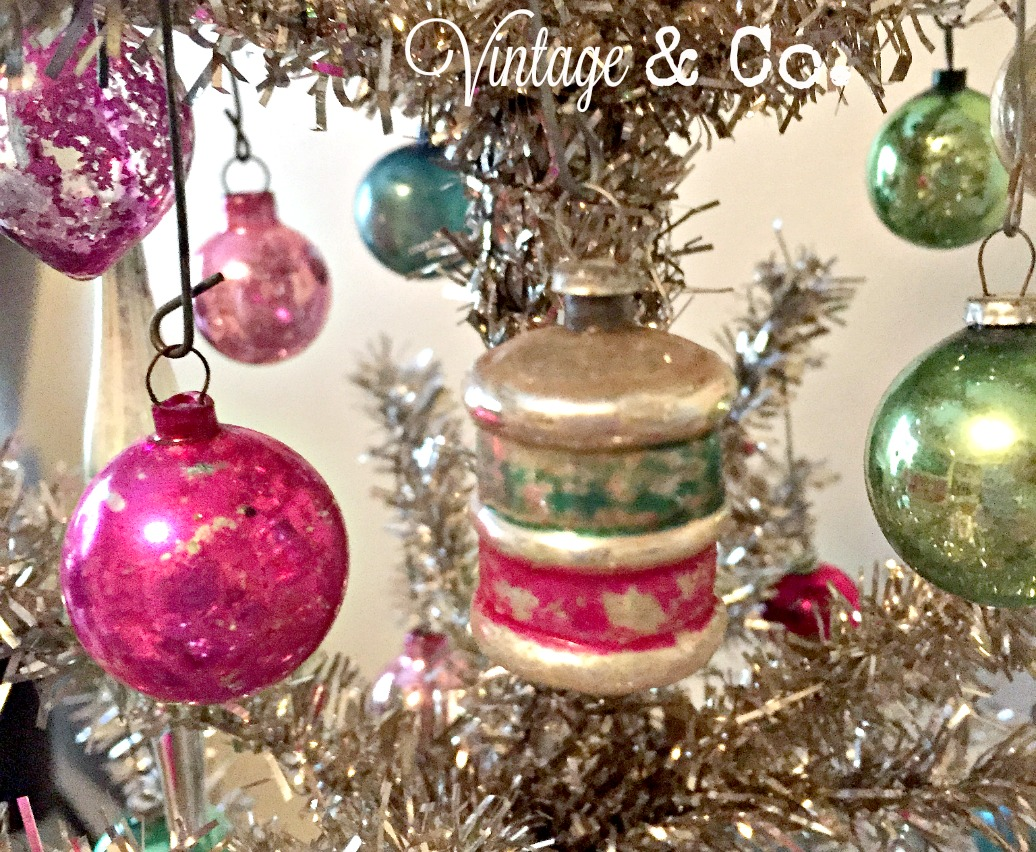 Christmas ornament display case - Offtree3
